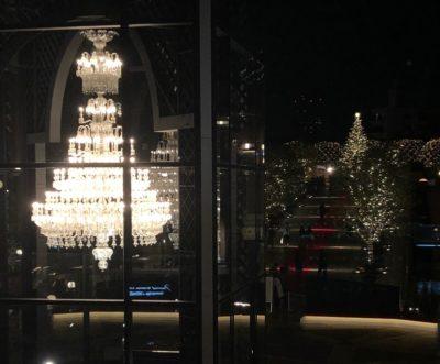 シャンデリアとクリスマスツリー