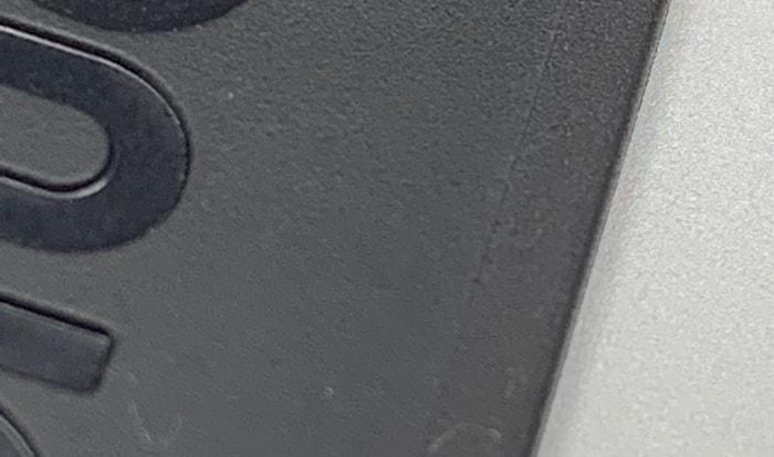 黒色部分がスタンド、右側がラバー素材