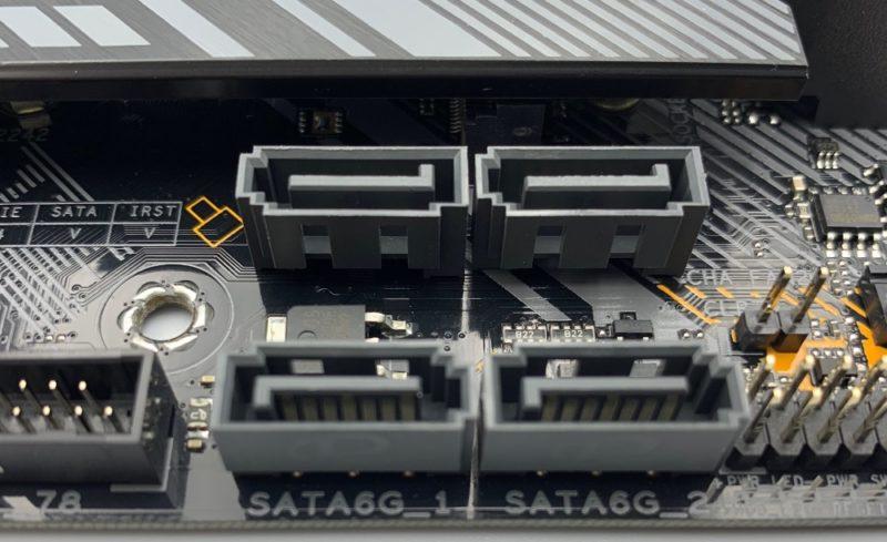 SATAポート4つ