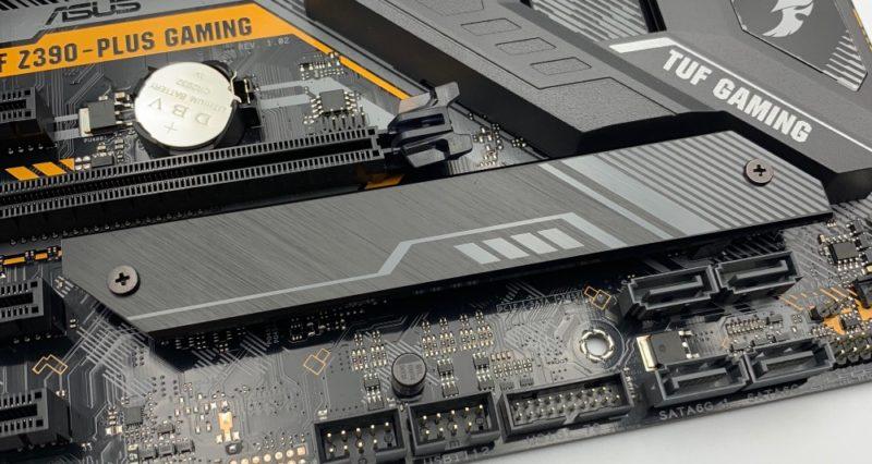ヒートシンク付きのM.2 SSDスロット