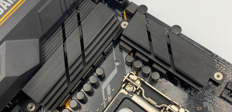 巨大ヒートシンク付きCPU VRMは8+1フェーズ