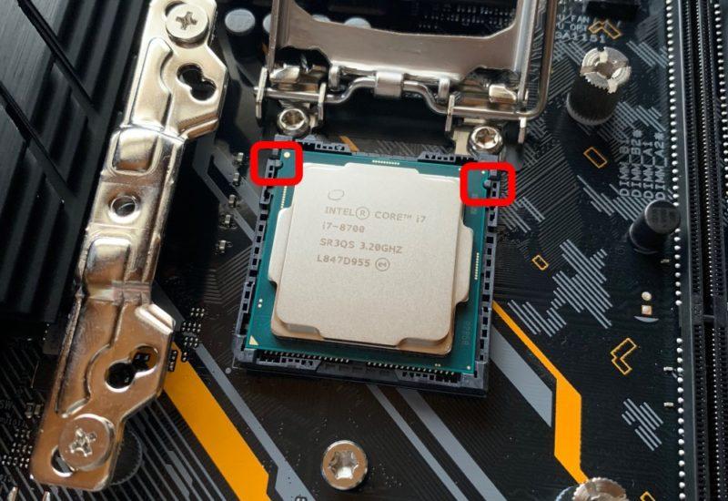 CPUのフチが欠けている箇所を目印にする