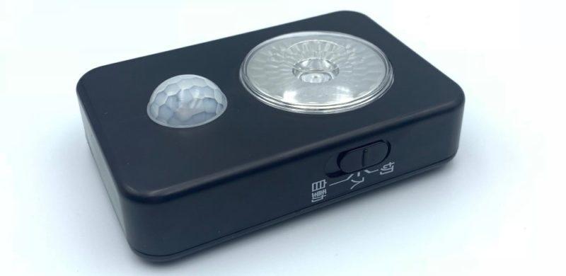 側面にはスライド式の電源スイッチがある