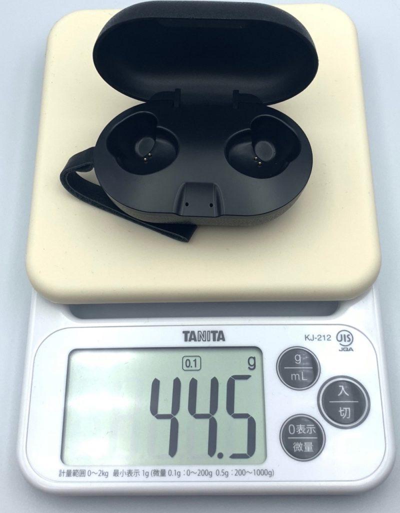 充電ケースの重さは約44.5g
