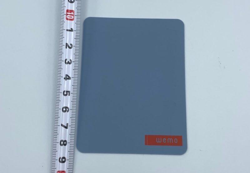 Mサイズは長方形で、大きさは約 9cm x 7cm