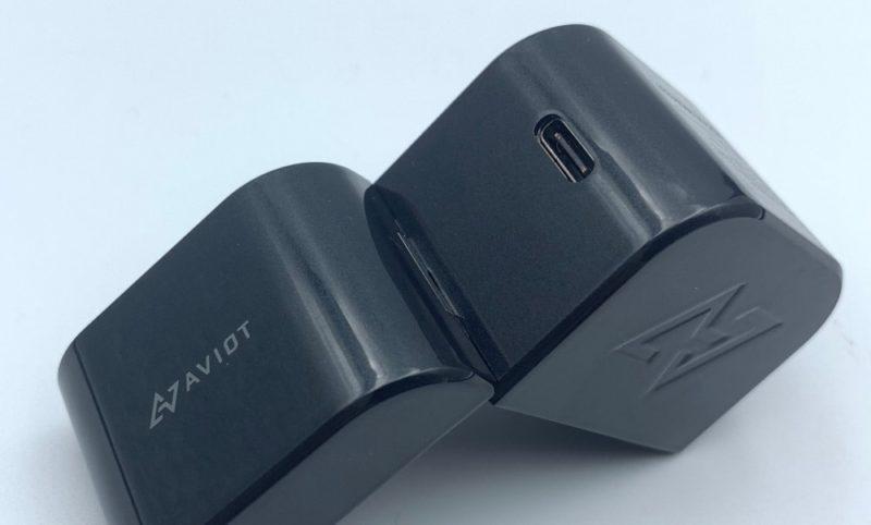 USB Type-Cケーブルで充電できます