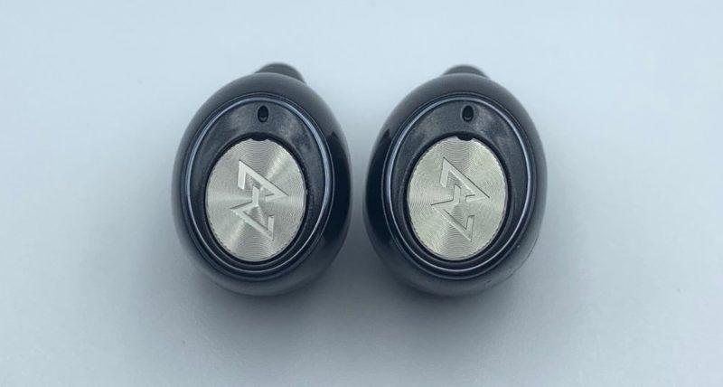 AVIOT TE-D01gイヤホンはボタン式です
