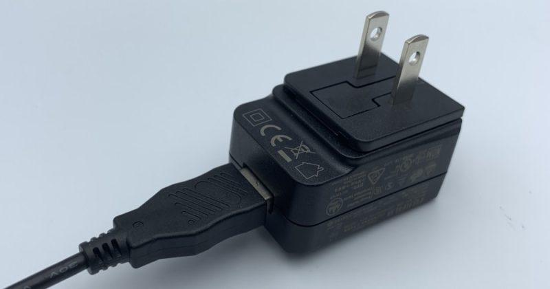 Micro-USBケーブルを接続