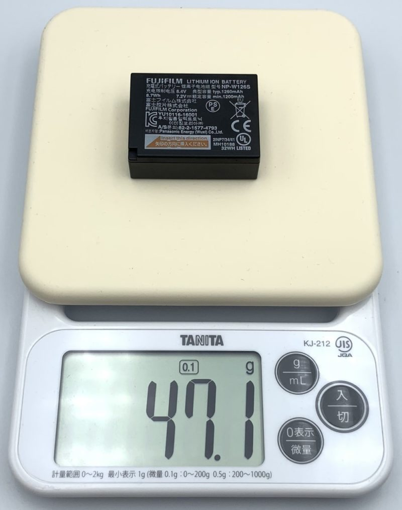 充電式バッテリー「NP-W126S」の重さは約47g