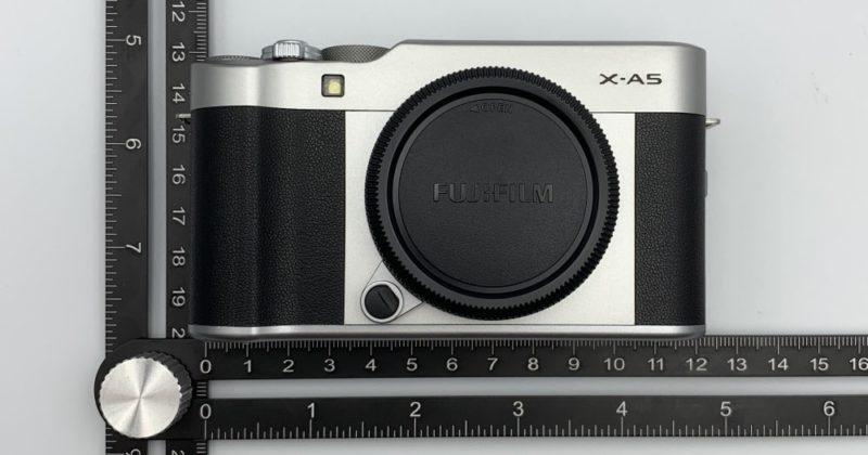 FUJIFILM X-A5 カメラ本体の大きさは 横12cm, 縦7cm, 厚さ4cm