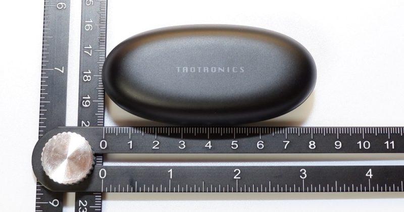 充電ケースの大きさは、 横 8cm x 縦 4cm x 高さ 3cm