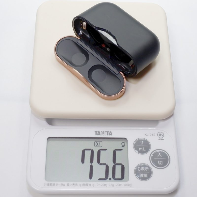 充電ケースだけだと重さは約 75g
