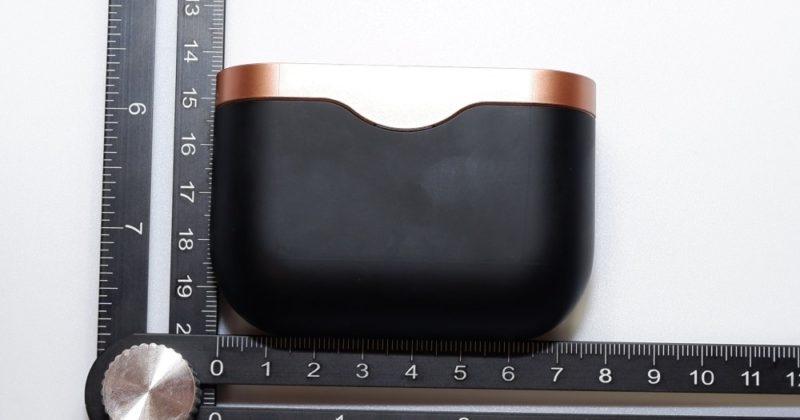 横 8cm、縦 5.5cm、厚さ 3cmほどの直方体っぽい形
