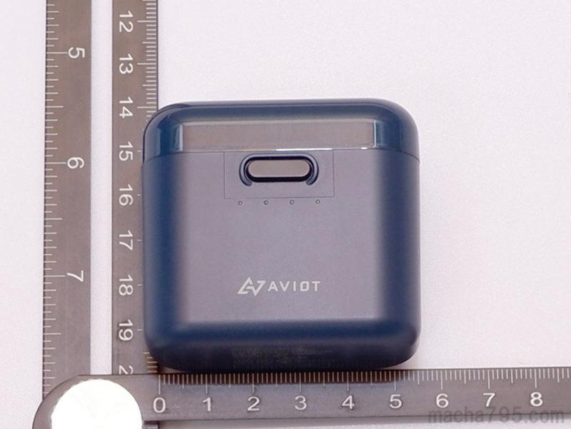 充電ケースの大きさは、縦5.3cm 、横5.7cm