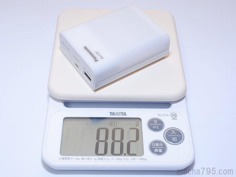 充電器本体の重さは88gほどです。