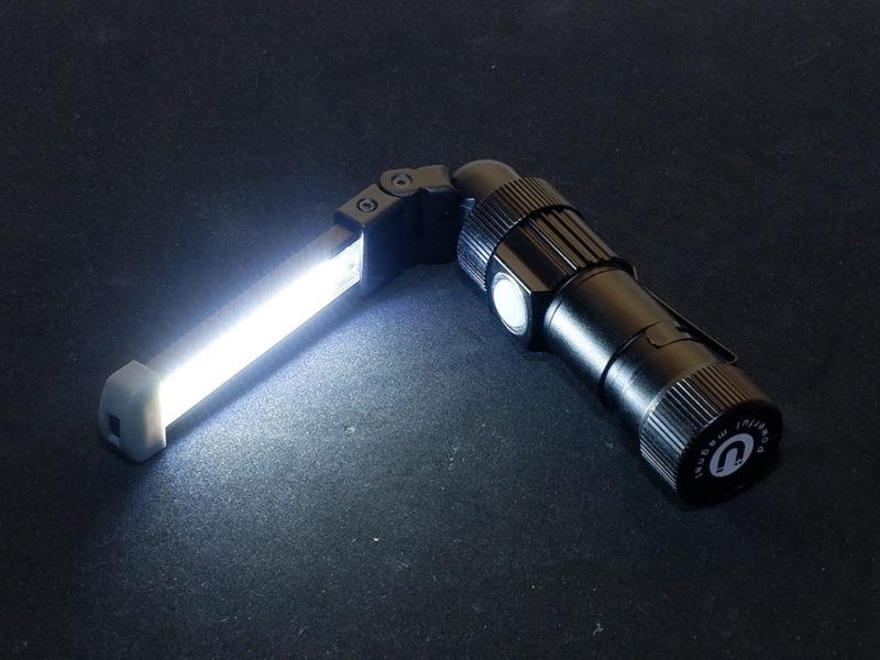 白色で強力な明かり(220ルーメン)