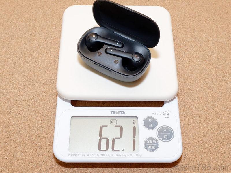 充電ケースとイヤホンを合計した重さは、約62 gです。