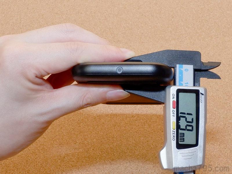 Anker PowerWave Base Padの厚さは約1.3cm