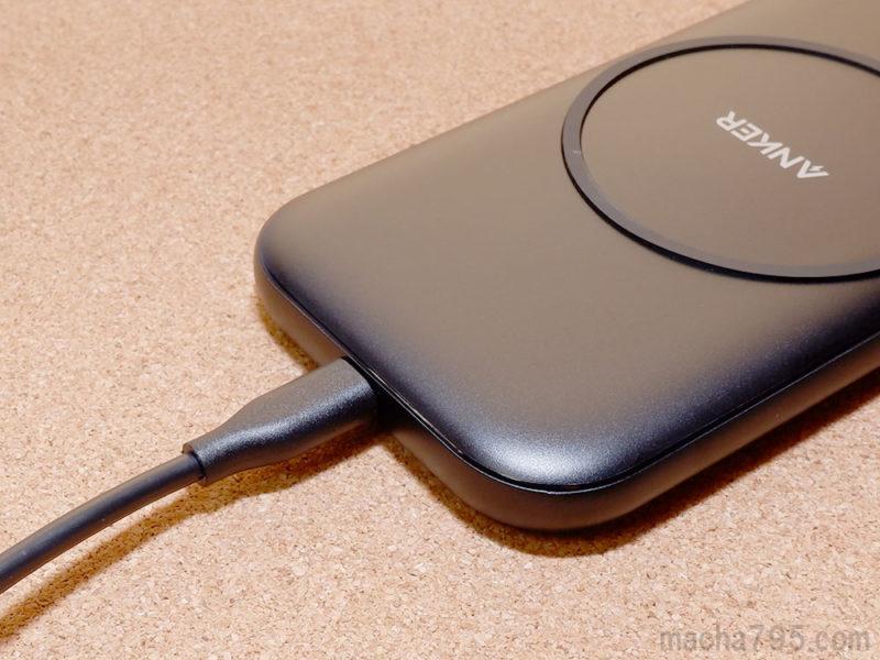 Micro USBケーブルを接続するだけで、すぐにワイヤレス充電が使えます。