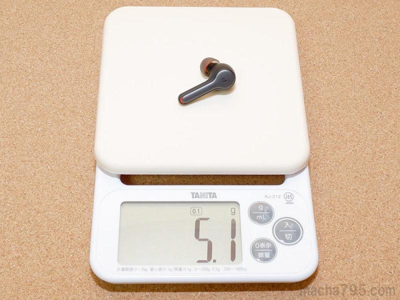 イヤホンの重さは片耳1つだけでは 約5g