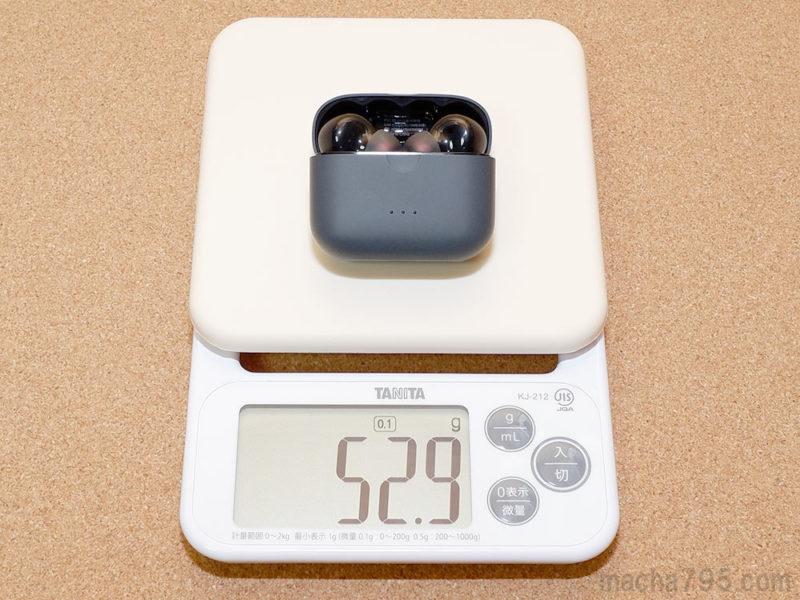 イヤホンも含めた合計の重さは、約53gです。