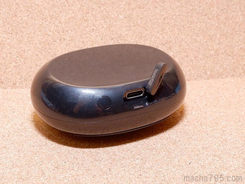 充電ケースの裏側にUSB-C端子がある