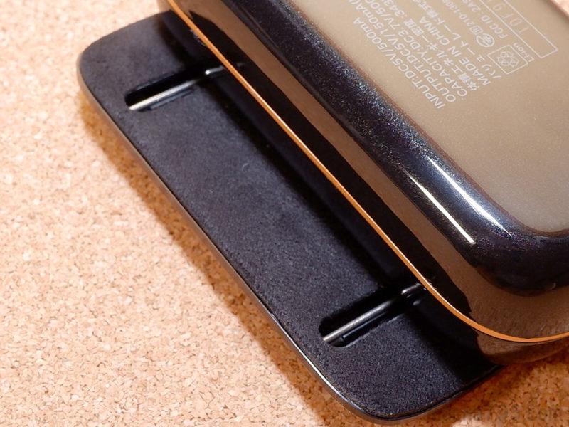 フタの裏側にはレールの溝が確認できます。