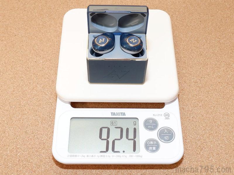 イヤホンも含めた合計の重さは、約92gです。