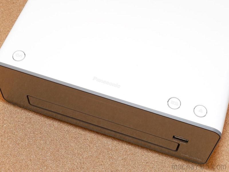 電源・取込・ディスクトレイOPENボタンが並んでいます。