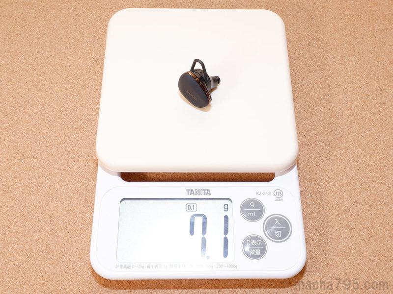 イヤホンの重さは片耳1つだけでは 約7g