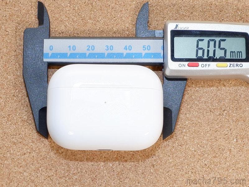 充電ケースの大きさは横幅は約6cmです。