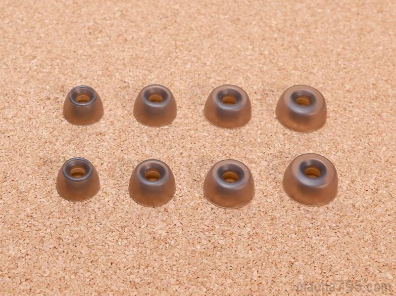 耳の穴に入れるイヤーチップは、「XS / S / M / L」の4種類