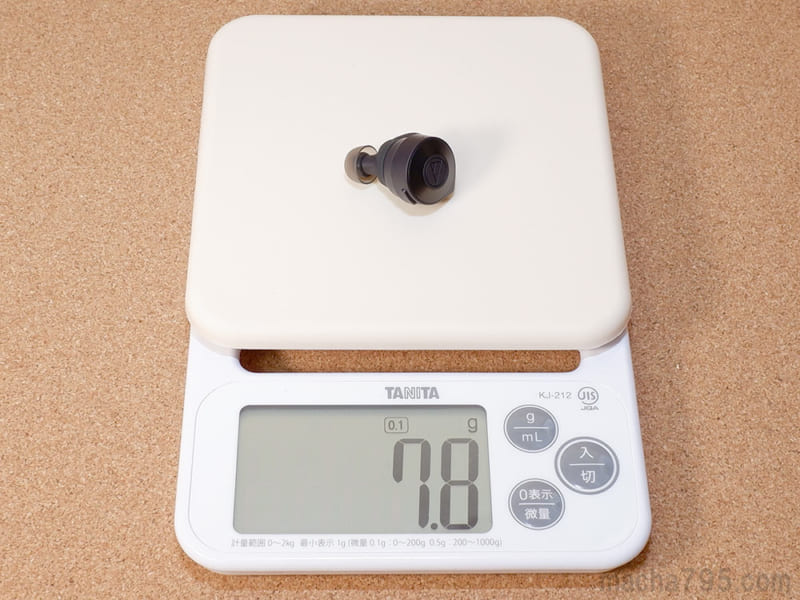 イヤホンの重さは片耳1つだけでは 約7.8g