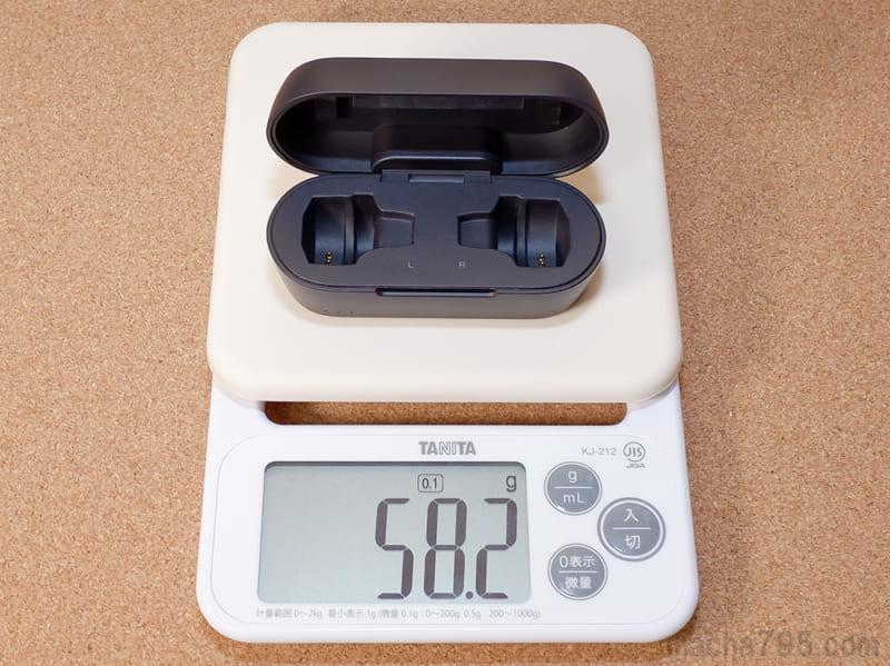 充電ケースだけの重さは58gと軽量です。
