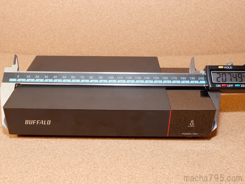 HDV-SQU3/VCの最大の横幅は約21cmほどです。