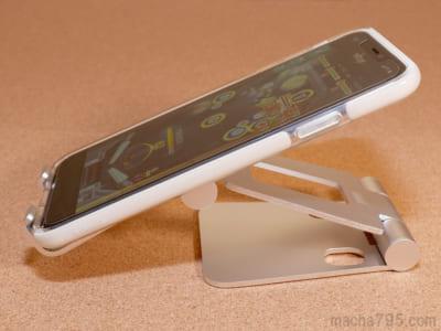 バッテリーを食う動画やゲームを見やすい角度で使えるのが便利です。