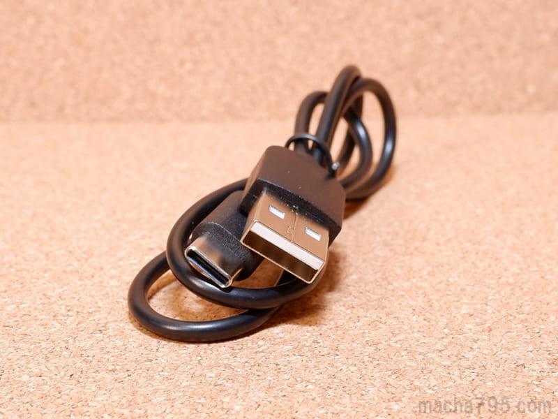 USB-Cケーブルの長さは約50cmで少し短め