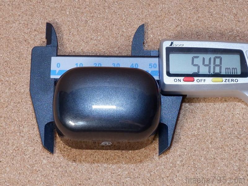 充電ケースの大きさは、横幅は5.5cmです。