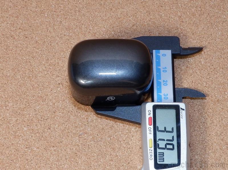 縦は3.2cm、高さは3.5cmの直方体っぽい形状です。