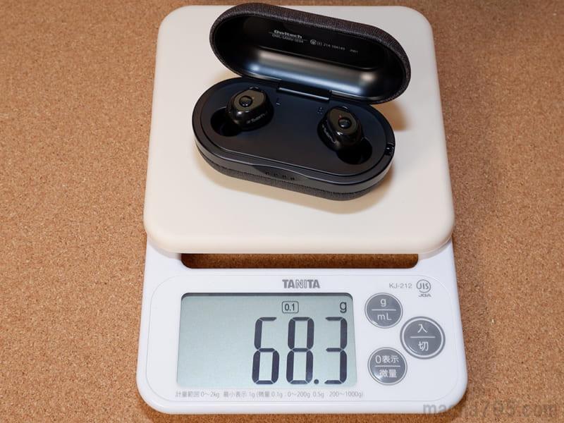 イヤホンも含めた合計の重さは、約68gです。