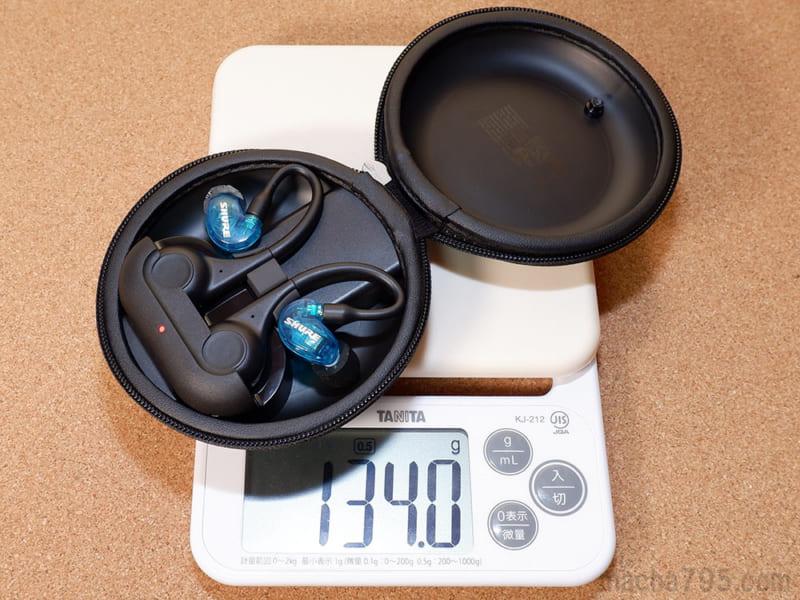 イヤホンも含めた合計の重さは、約134gです。