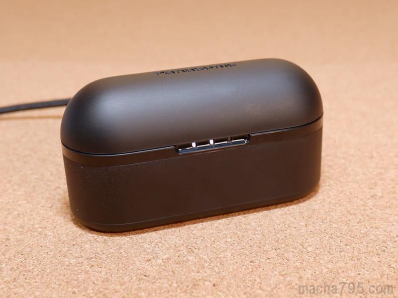 充電ケースは、マットな質感で手触りが気持ちよいです