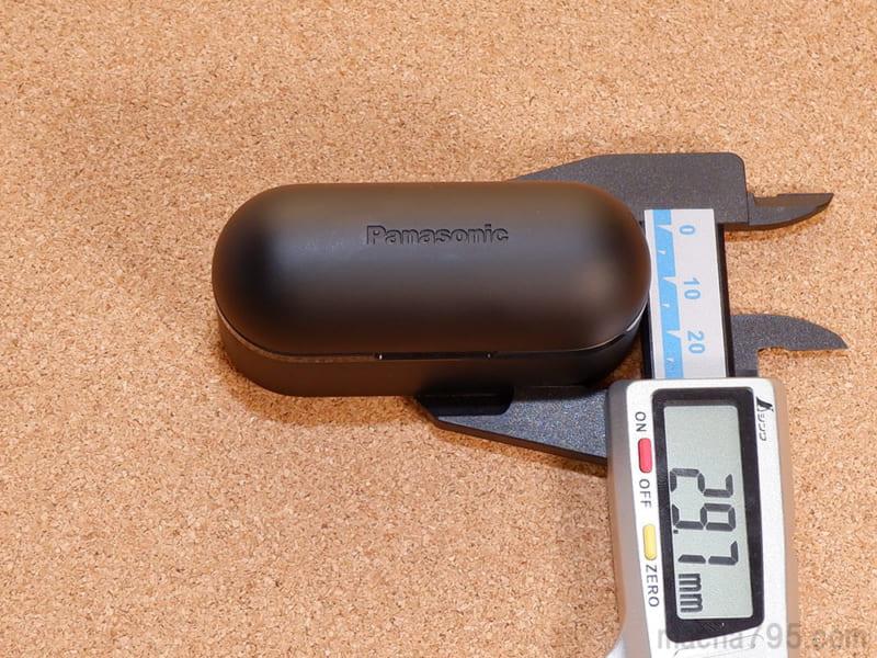 厚さは約3cmくらいでポケットにも入るほどの大きさになっています。