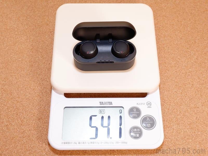 イヤホンも含めた合計の重さは、約54gです。