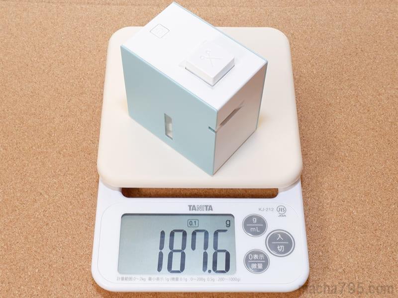電池とテープをセットした状態での重さは約188gです。