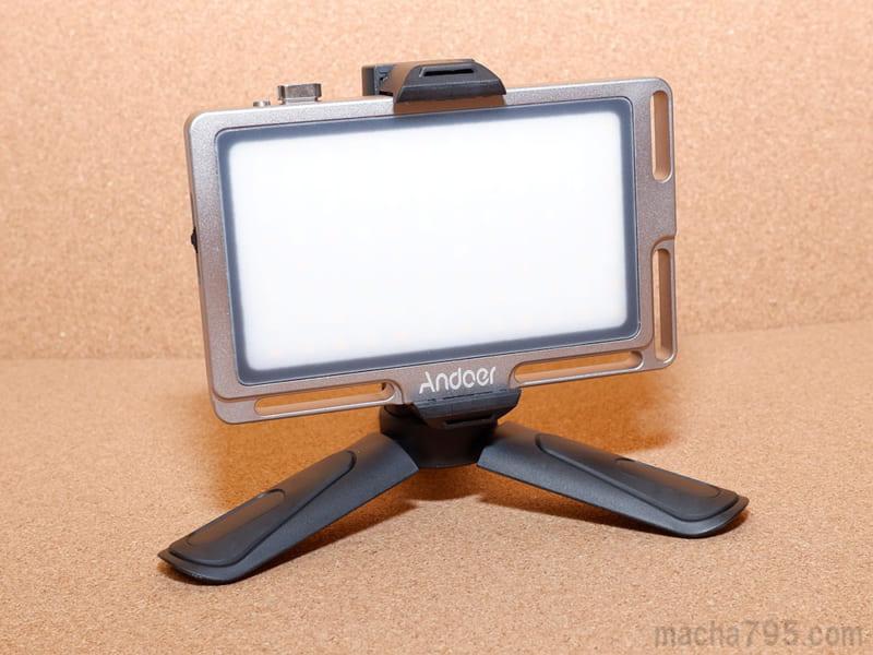 小物系の撮影でのライティングにも使いやすいです。
