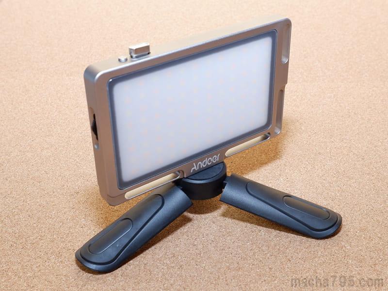 「脚」パーツは、そのままカメラや照明などを取り付けることができます。