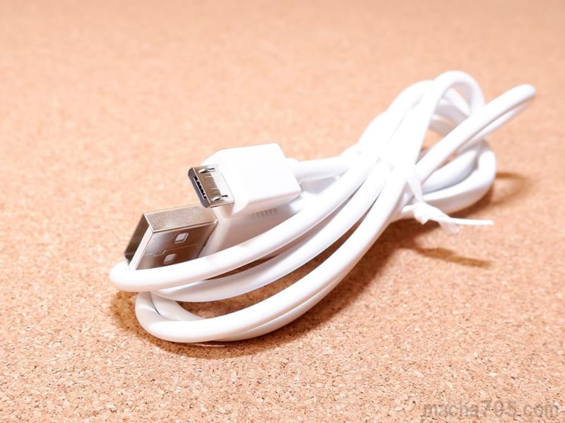 Micro USBケーブルは約105cmと長め