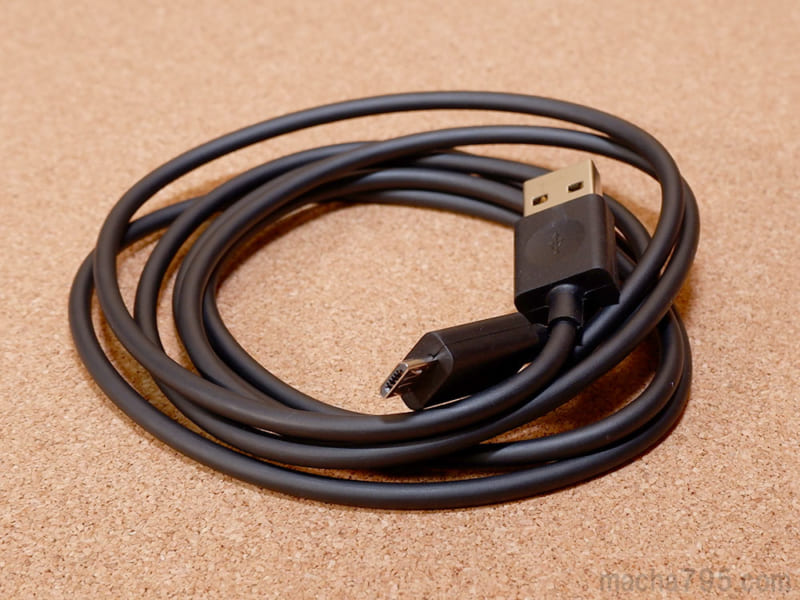 付属のMicro USBケーブルの長さは150cm