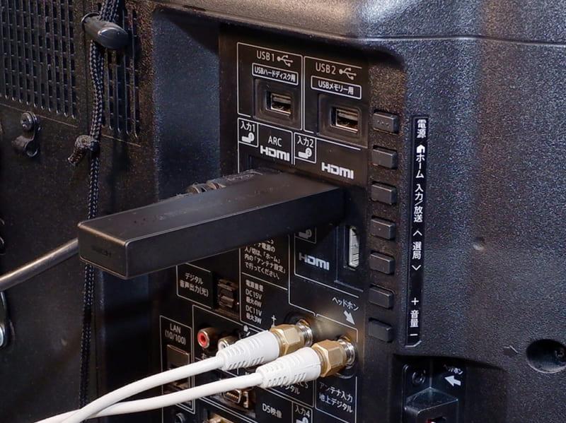 テレビのHDMI端子に差し込むだけです。